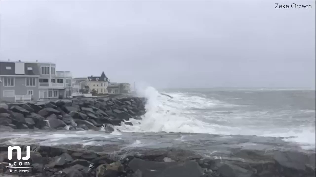 RT @njdotcom: Yikes, Jersey shore. 🌊 https://t.co/qJlqkNSaLH