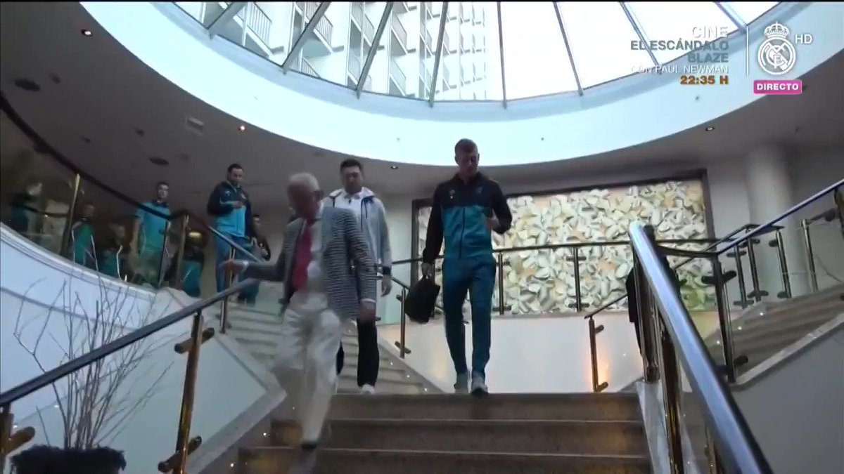 ��➡��  The players are on their way to @FCBayernEN's stadium. Follow the training session HERE! #HalaMadrid #APorLa13 https://t.co/1DwvFpMLs5