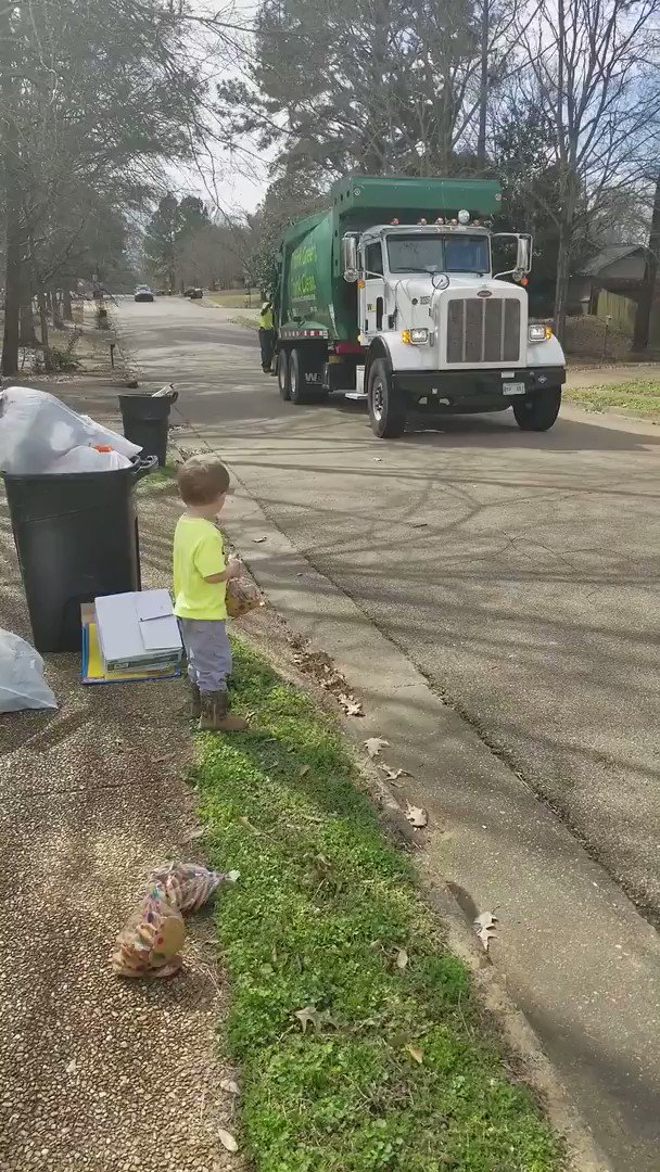 This is too sweet. This little boy waited to give cookies to his favorite garbageman  (via Jukin Media) https://t.co/rPUIzMy9l0