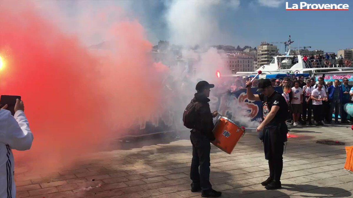 """La ferveur des supporters olympiens était impressionnante ce matin sur le Vieux-Port de #Marseille avant leur grand départ pour #Lyon !  """"Marseillais, marseillais...Allez, allez""""   #OM #teamOM  - FestivalFocus"""