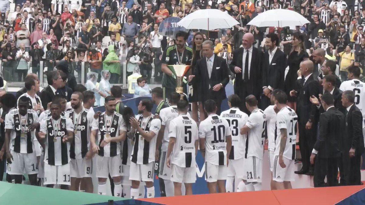 Buonanotte, Bianconeri! 🏆🇮🇹🌙🏳🏴  #MY7H 🙌 #UN1CO 🙌 #FORZAJUVE