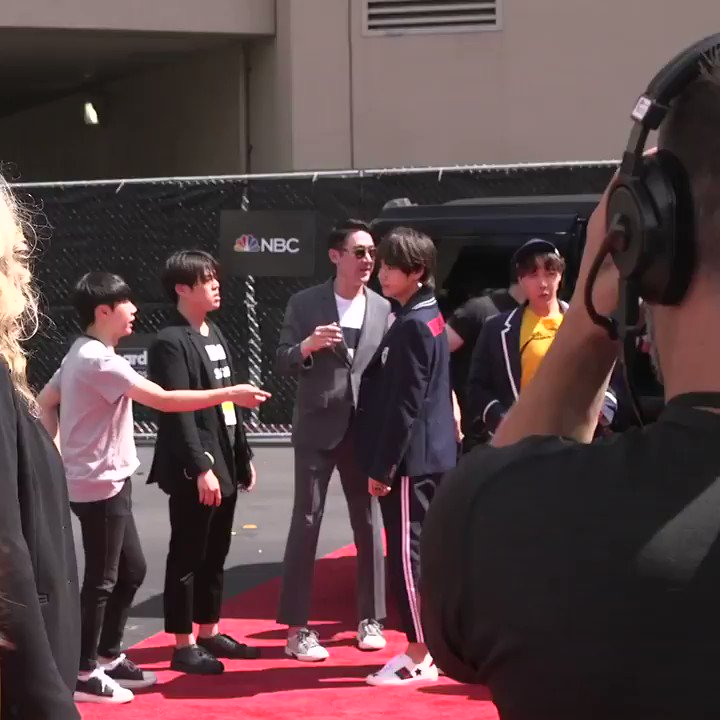 _NEW ARRIVAL DETECTED// THEY HAVE MADE THEIR ENTRANCE! @BTS_twt #BTS_BBMAs https://t.co/Yx4DKXZjZV