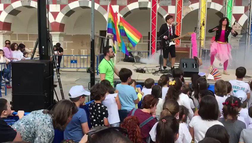 """🌈Los @palomos2018 ya calientan motores. Entre las novedades de este año, una fiesta para las familias y los peques: """"Palomo Kids"""", con magia, cuentacuentos o concierto pop para niños. Lo vemos a las 20:30 en #EXN2🖥. https://t.co/a8IZ44gImm"""