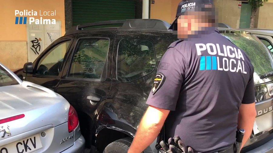 Multas de hasta 200 euros por aparcar pegado a otro coche