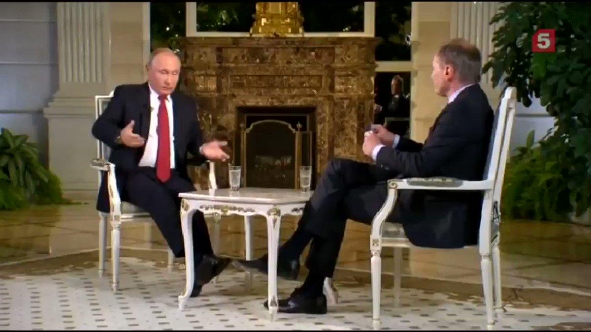 Австрийский журналист Армин Вольф 11 раз перебил Путина за полтора часа интервью