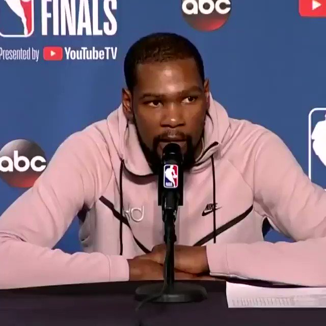 Perkins dropped in on KDs presser with two middle fingers, and Durant fired back 😂😂