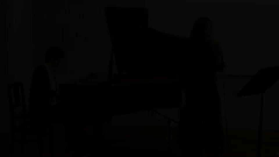 ちょっとメンヘラっぽい曲を作ってみるとこんな感じになるんですよ🤩✨  作曲と作詞とピアノ私です。歌は先輩🤫