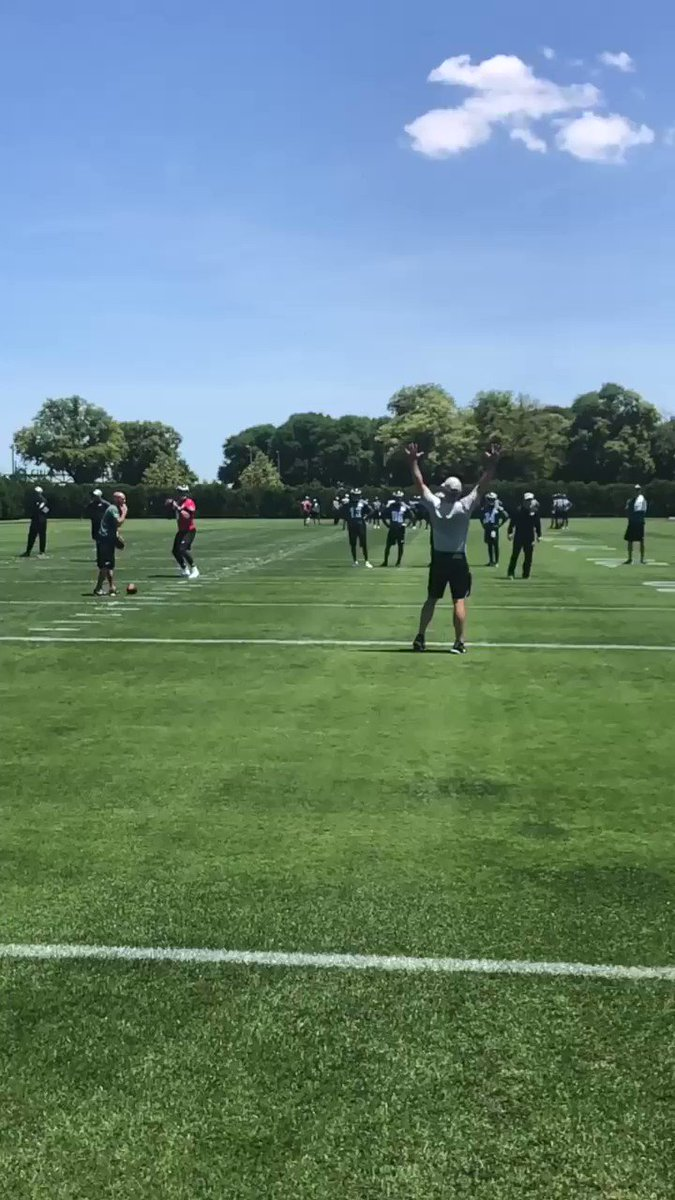 .@mackhollins with the toe drag.   #FlyEaglesFly https://t.co/KOFa7sy9A4