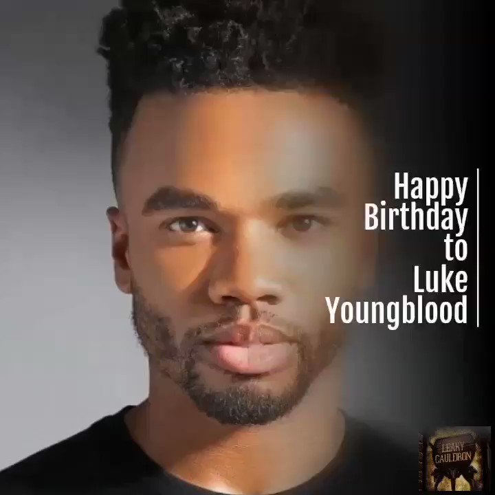 Happy Birthday to @luke_youngblood, who portrayed Lee Jordan in the #HarryPotter films, and will join us at @LeakyCon this year! the-leaky-cauldron.org/2018/03/14/lee…