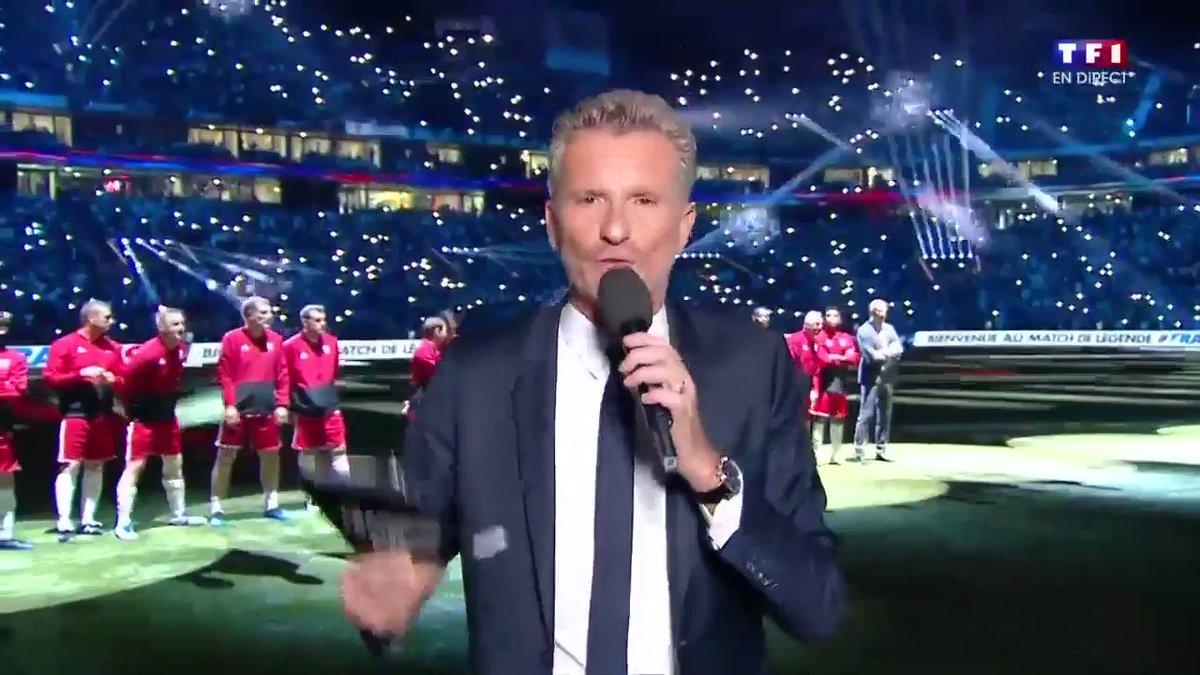 #France98vsFIFA98Il est le dernier à rentrer sur le terrain ce soir : faites place... à MONSIEUR Zinédine Zidane !!  - FestivalFocus