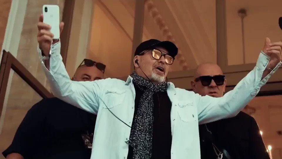 20 di Rock.. !! Venti volte lo Stadio Olimpico di Roma .. riconoscimento donato a Vasco dal Presidente del CONI per aver fatto non UNO non DUE, ma ben VENTI concerti sold out in quello stadio, ovvero per aver emozionato 1.200.000 cuori! #vascononstop2018