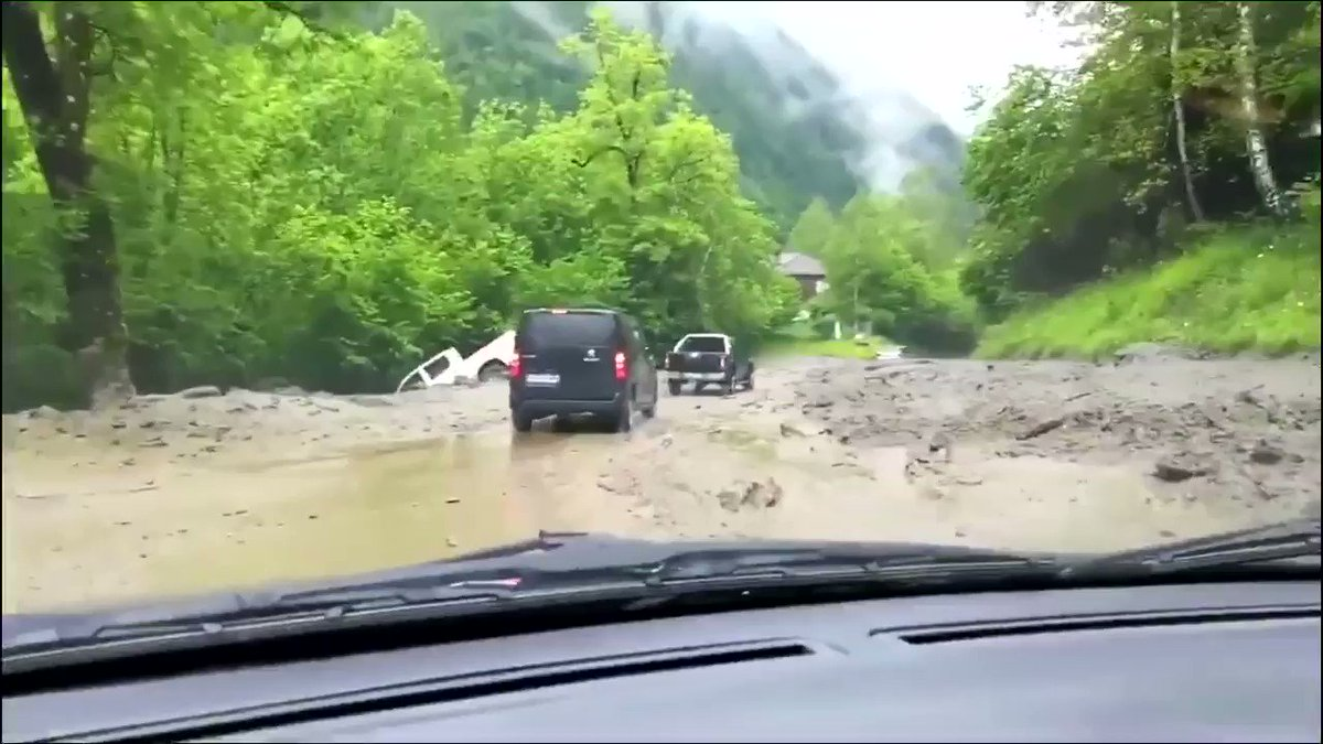 #gourette glissement de terrain #PyreneesAtlantiques #Inondations #meteo64 #pyrenees MA Carapito  - FestivalFocus