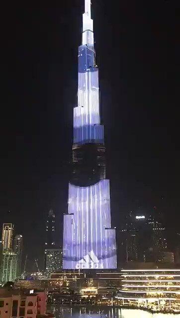 Небоскреб «Бурдж-Халифа» в Дубае окрасили в цвета российского флага
