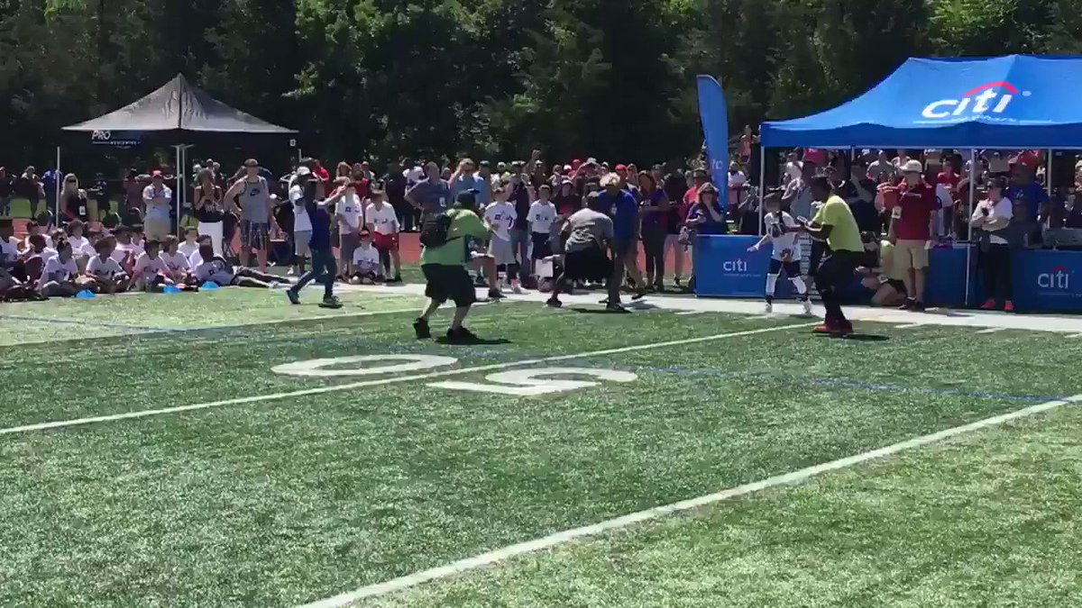These kids were HYPED over this OBJ catch. (via @JordanRaanan)