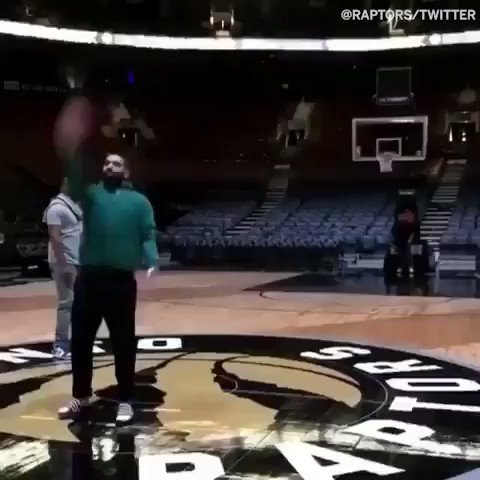 Half-court ✅ Behind-the-back ✅ @Drake nails it �� #SCtop10 https://t.co/rKuNIuaXux