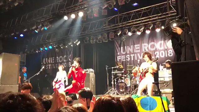 仮眠用に滞在しとったカプセルホテルにてサーっと風呂に入りまして、JUNE ROCK FESTIVALを後にし、四星球一行は神戸へ向かいます! 本日、神戸Harbor Studio「MUSIC APPLE LIVE 2018」へ〜!