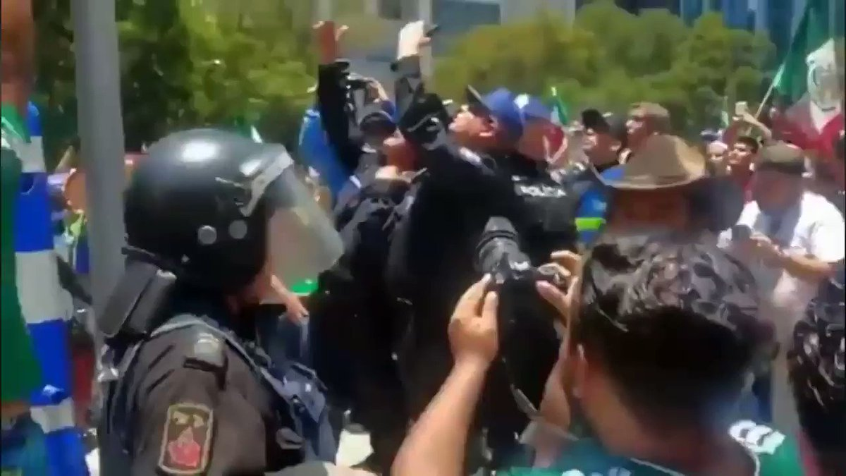 ▶VIDEO | Juan Escutia 'revivió' para celebrar el triunfo de #México ante #Alemania https://t.co/5kdgldtYaU https://t.co/qLISvXhr6c