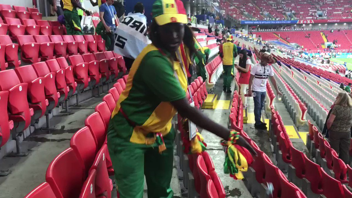 @WCGoalz: Senegal fans cleaning their section before leaving the stadium after their historic victory against Poland. This is class. The best thing you will see today. 👏🇸🇳
