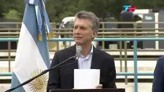 ARCHIVO: La seguridad de @mauriciomacri y la bandera argentina. https://t.co/xUlsVRRDgM