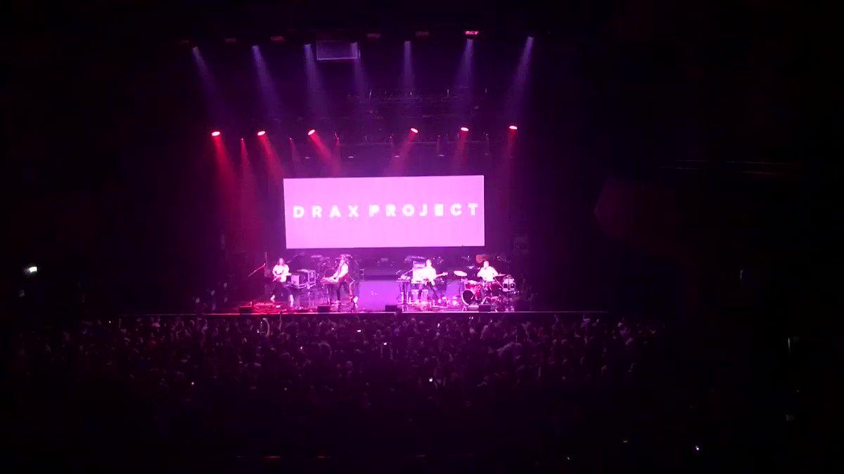 RT @NRJhitmusiconly: Après #CAMILACABELLOSURNRJ  On partage quelques images de son concert   En direct de la @sallepleyel ✨✨ @DraxProje…