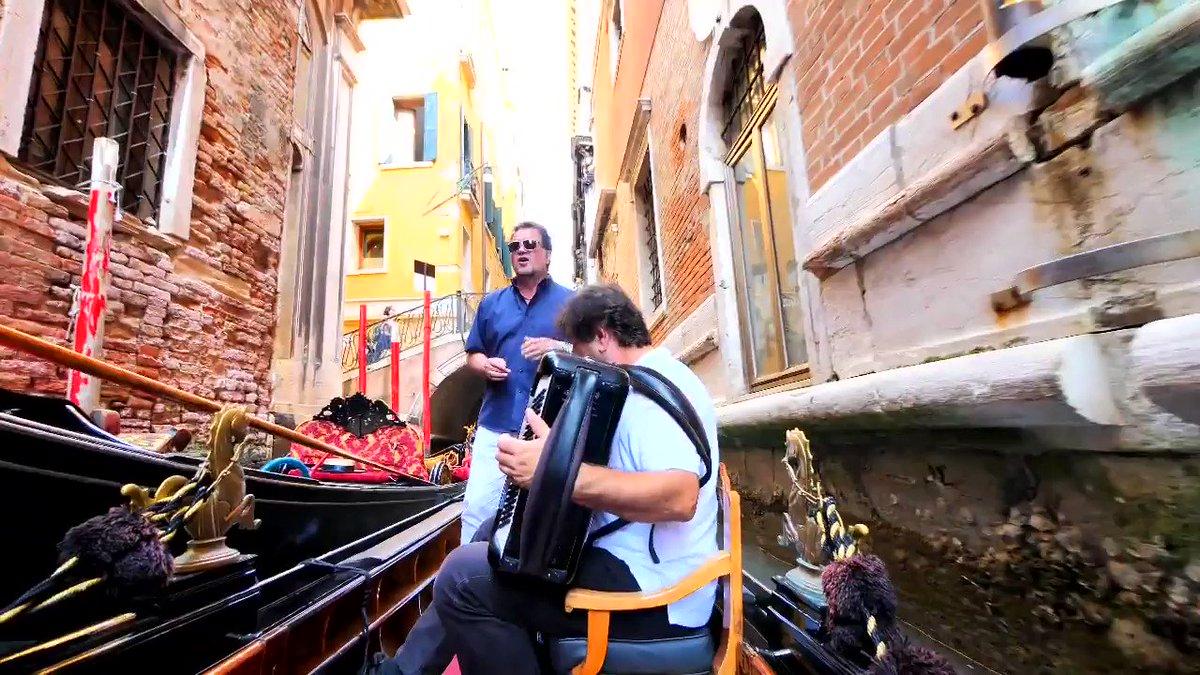 ヴェネチアでゴンドラセレナーデの生歌を聴きながらの貸し切りゴンドラ遊覧…結構お高かったけど、夢が一つ叶ってめちゃんこ満足😂😂😂だいぶいかついウンディーネでした😅声量やばすぎ