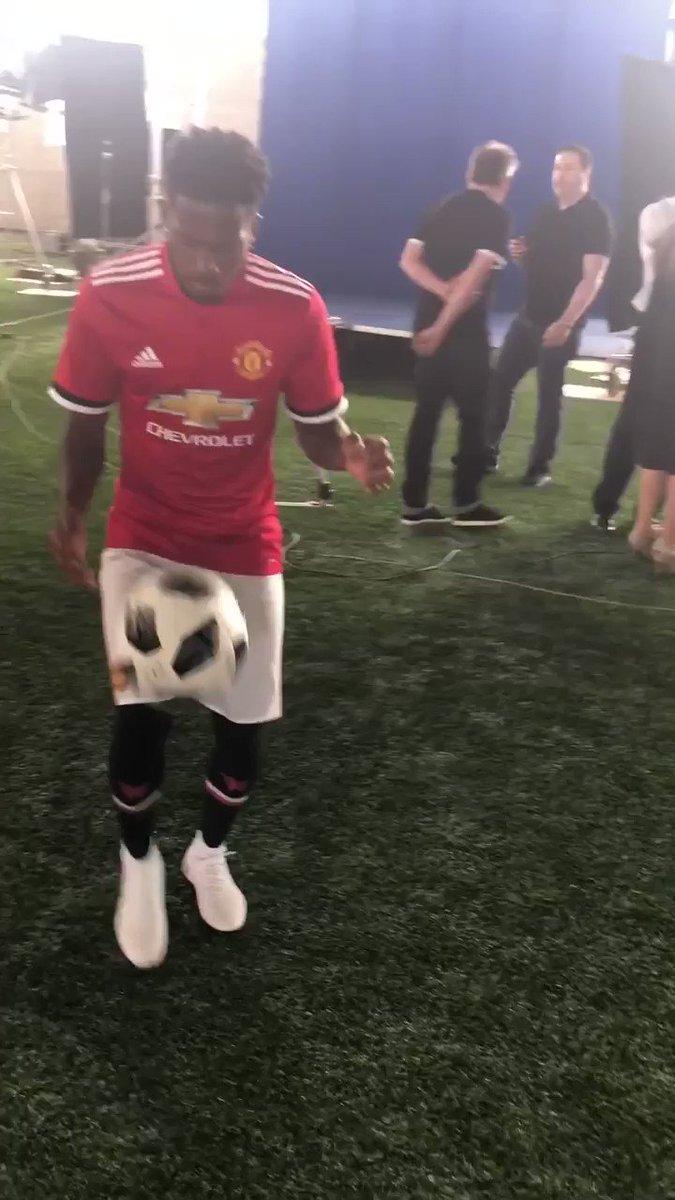Samba, skills, smile. ��  #BemVindoFred #MUFC https://t.co/hZmR7Xb4nP