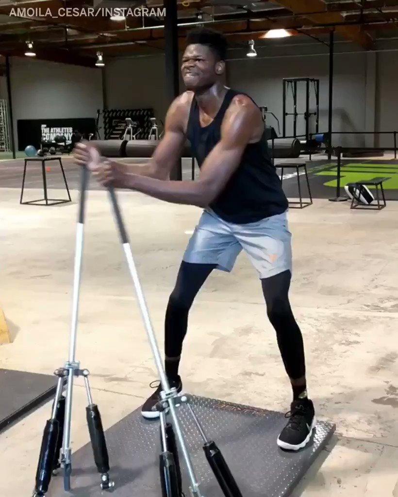 Mo Bamba's workout is next level. ��  (via amoila_cesar/Instagram) https://t.co/mi2KhzYdH2