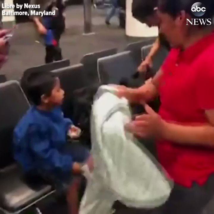 Image for the Tweet beginning: Emotional scenes as migrant mother