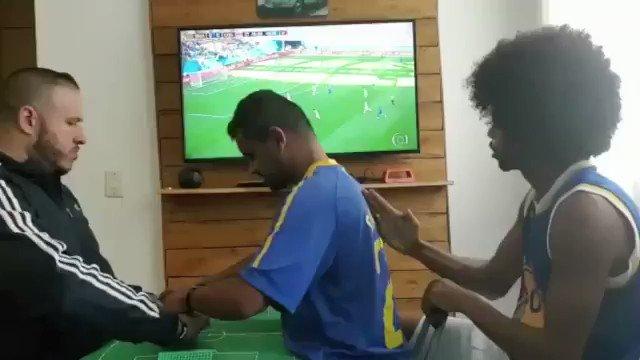 Para los que dicen que es sólo fútbol. Así vivió un hincha ciego y sordomudo de Brasil el agónico gol de Philippe Coutinho ante Costa Rica. Emociona.