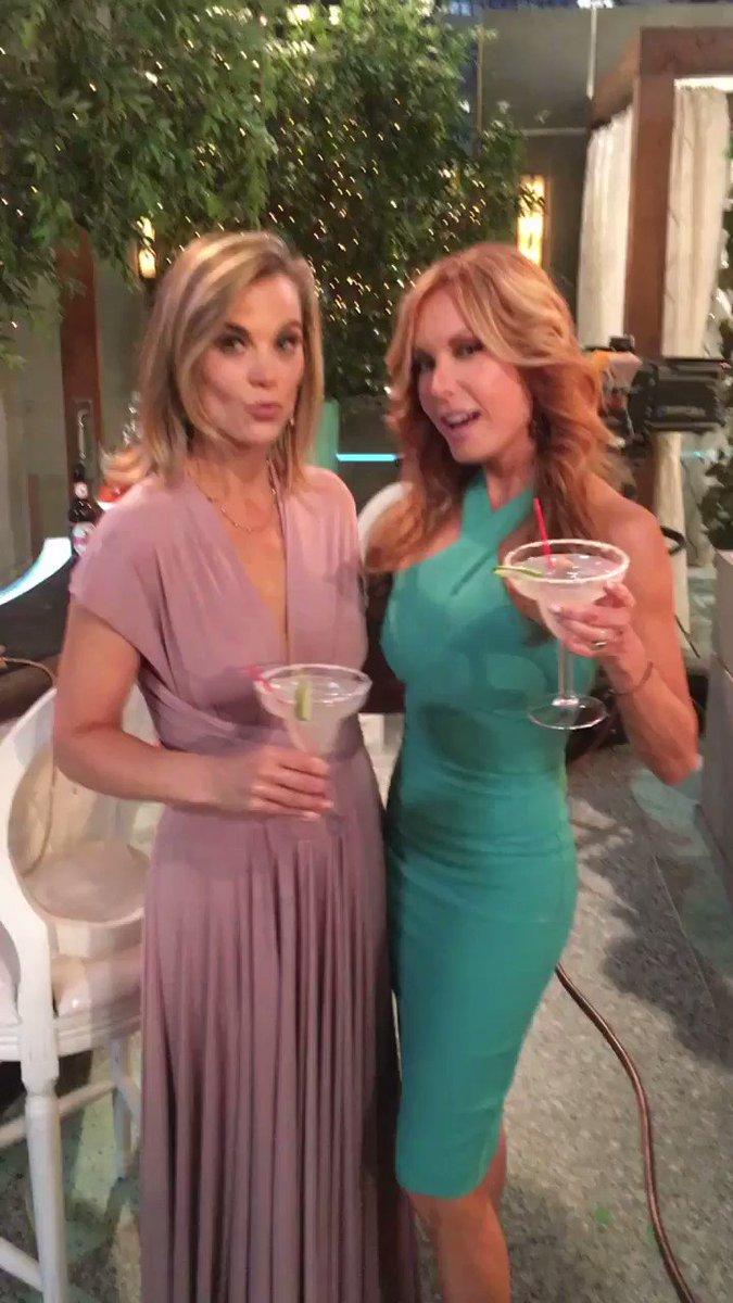 Happy Hour with Phyllis and Lauren! #YR @ginatognoni @Traceybregman @CBSDaytime