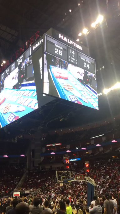 Ice Cube just sang Happy Birthday to Clyde Drexler at game in Houston!
