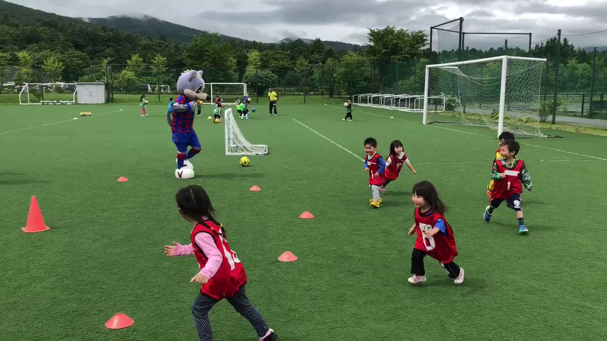 【普及活動】 山中湖交流プラザきららで行われているYFA「キッズサッカーフェスティバルin郡内南」にヴァンくんが遊びに来ました!みんなで仲良く楽しくボール遊びをしています! #vfk