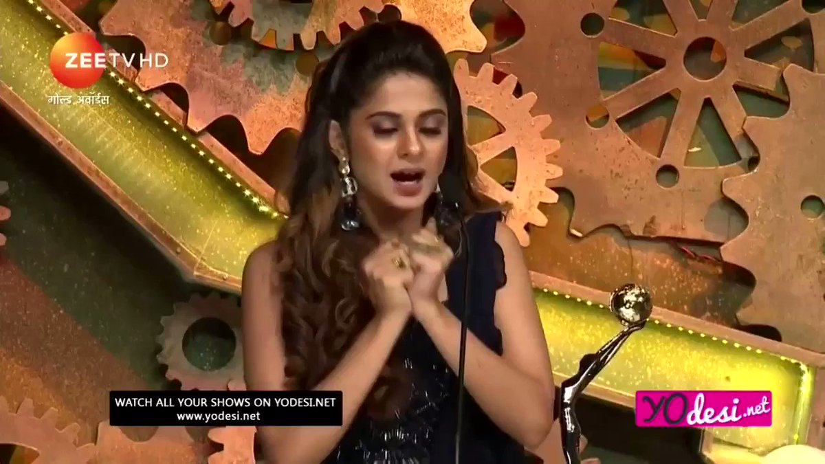 this is what mutual respect between co-stars looks like ���� #goldawards2018 #bepannaah #jenshad https://t.co/TtqBS7btNh