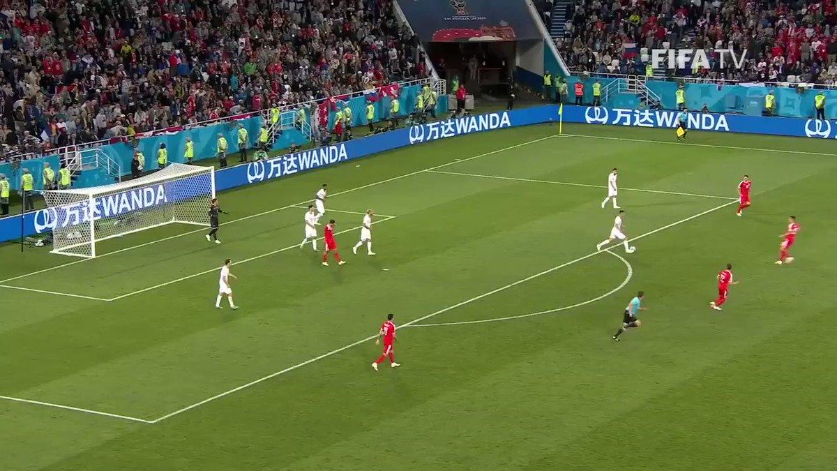 Le goal de @XS_11official avec la musique de Titanic et le commentaire de @phvonb #SRBSUI #SUI #WorldCup