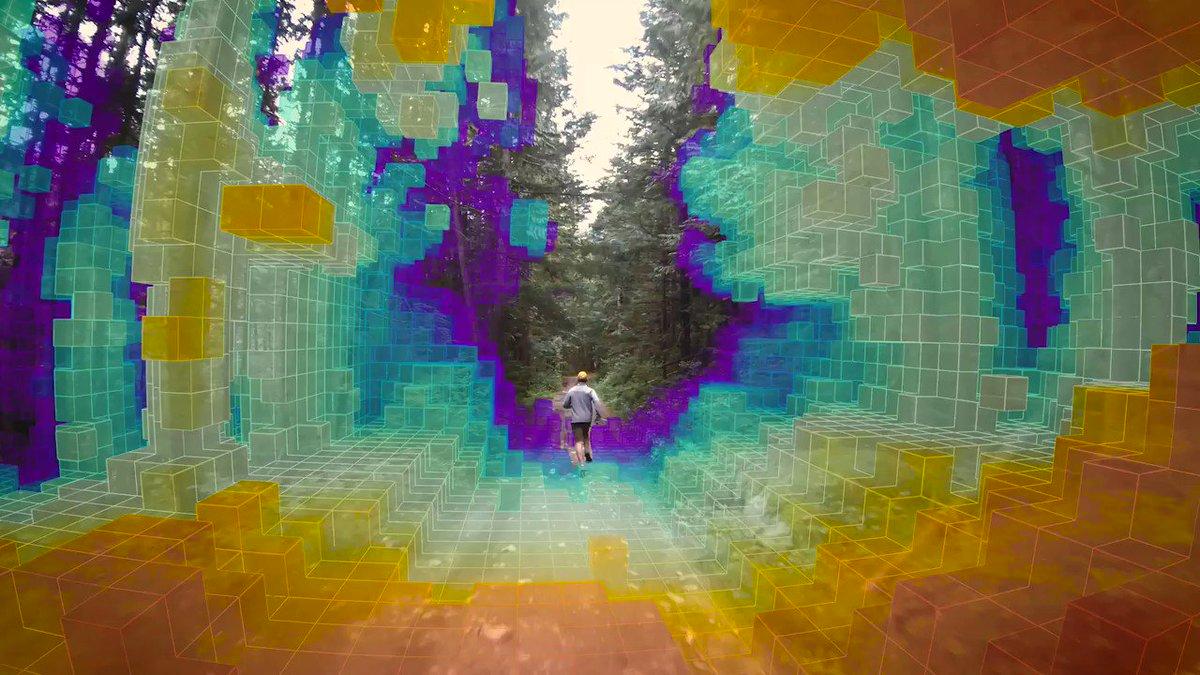 Image for the Tweet beginning: Skydio R1 flies itself by