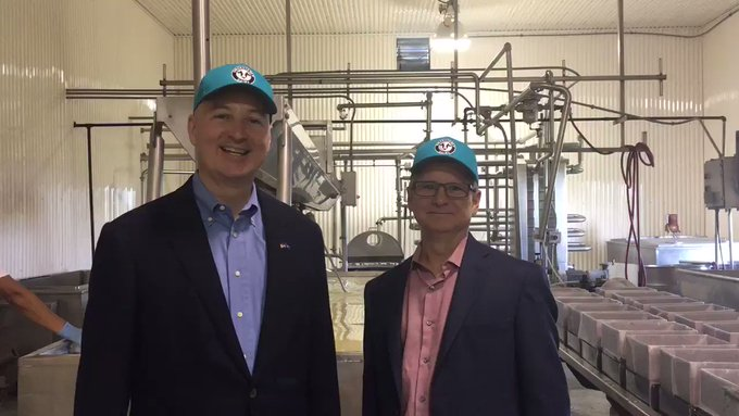 Governor Ricketts and Director Wellman at Jisa Farmstead Cheese