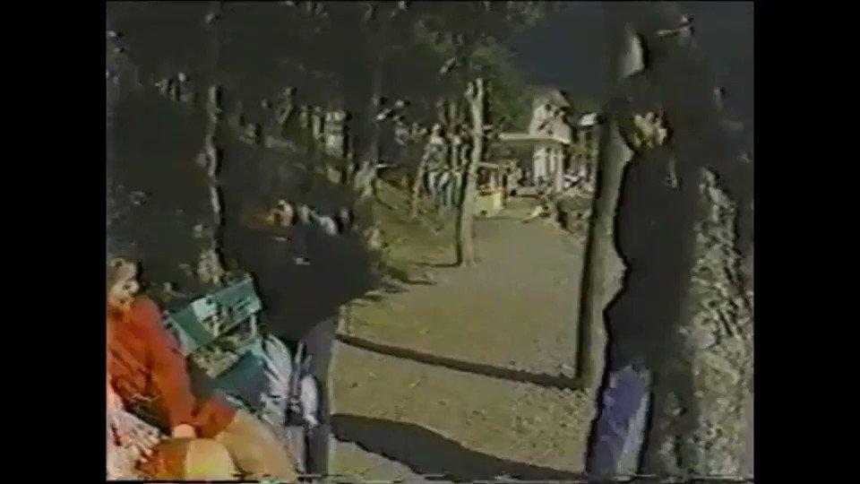 📼うらびでおウィキ(昭和)📼 - 過激パート2(1986) オモテAV男優と女優のキャスティング。 箱〇ロープウェイ内で撮影決行など構成もオモテビデオ風。 騙されて出演した女優が被害届を出し制作者が逮捕となった。 裏ビデオウィキ