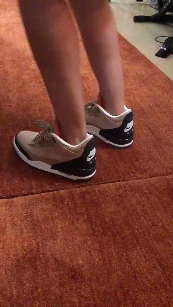 When you drop heat with heat on your feet but your Wifey has heat on her feet too...������  https://t.co/CfSn3khuum https://t.co/KJYp59MGkI