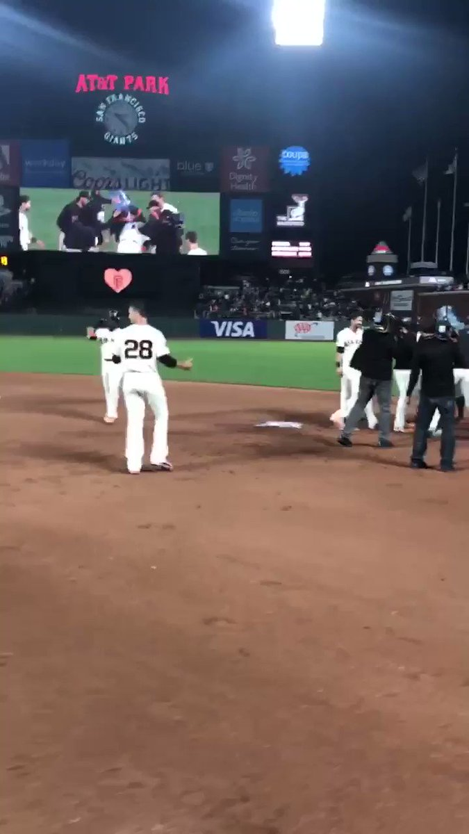 So good, @KFP48    #Walkoff #SFGiants https://t.co/PfWzsJH5FZ