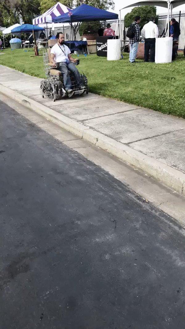 スチームパンク風の車椅子がキモ格好いい