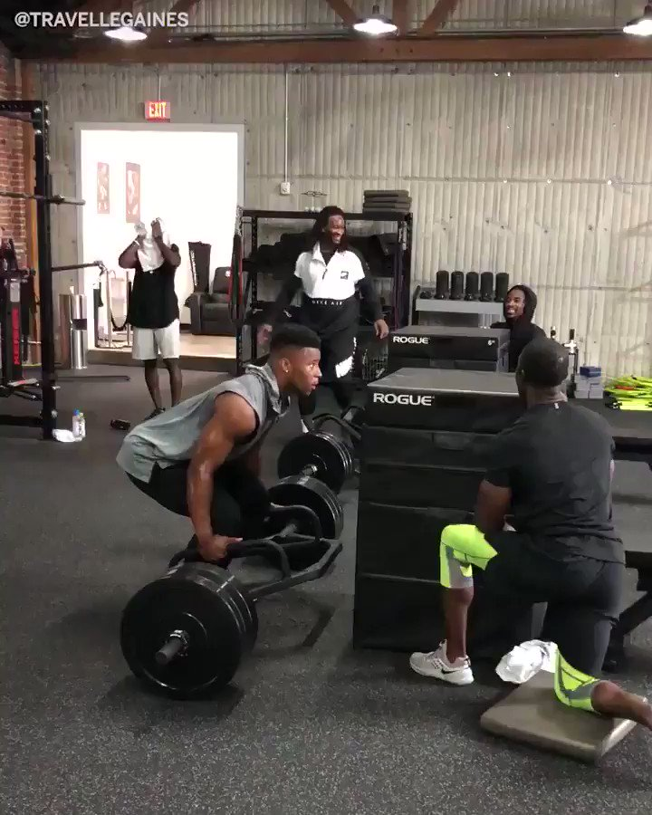 315-lb deadlift to 42 inch box jump ��   Saquon and Todd Gurley are getting after it. (via @travellegaines) https://t.co/g04L4eGnnR