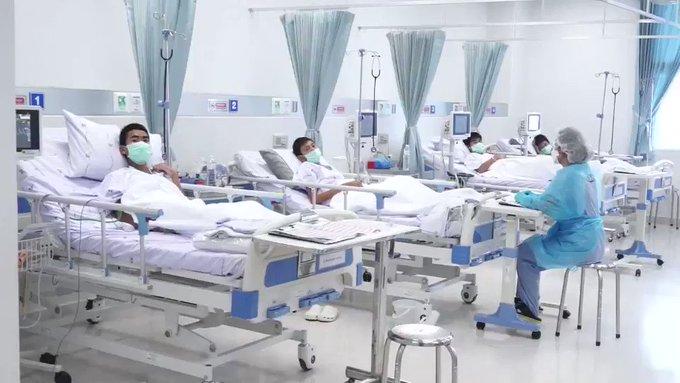 Governo da Tailândia divulga imagens de meninos em hospital
