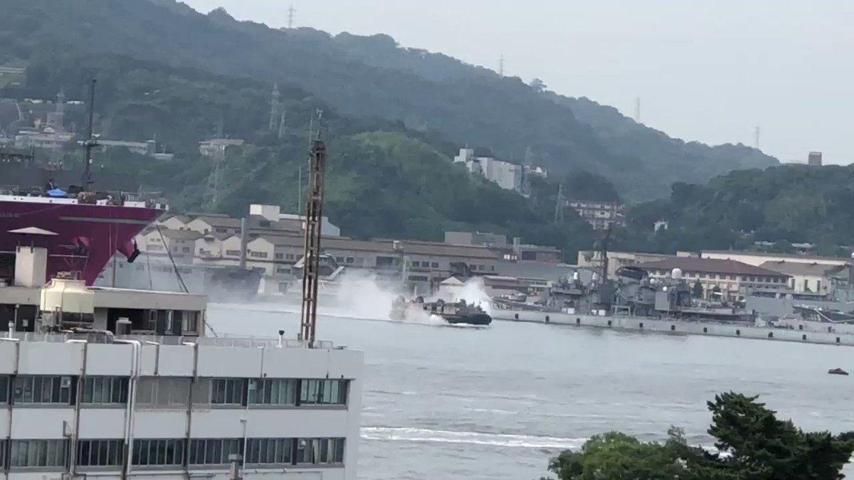 海上自衛隊、今日も呉市民のためにありがとうございます。エアクッション艇、出航です。