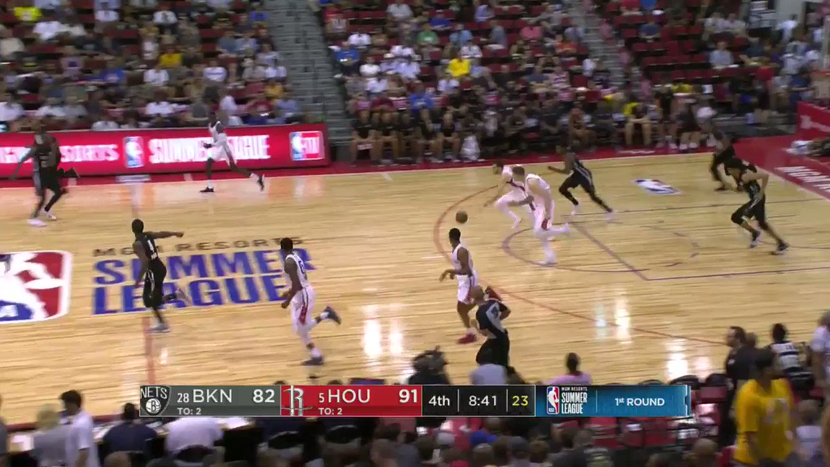 ��RJ Hunter shows off the court vision!   #NBASummer https://t.co/06gNAOj2s1