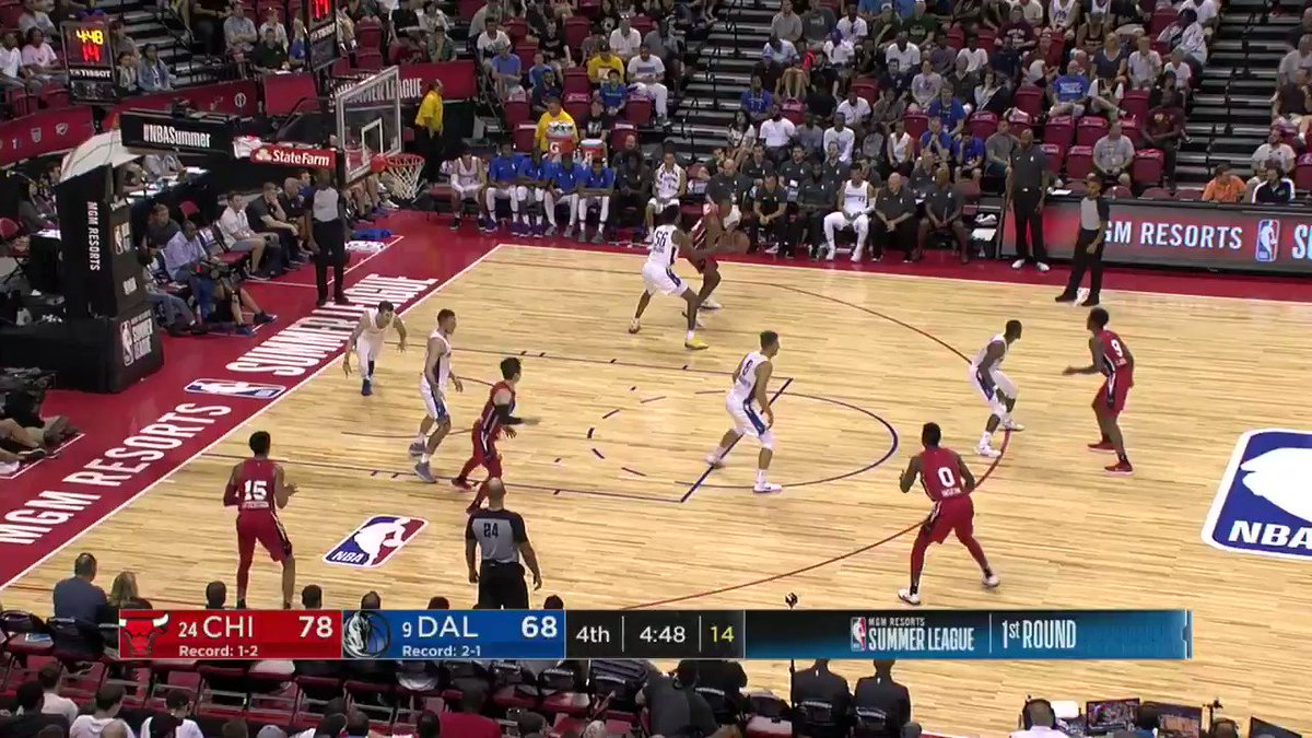 Wendell Carter Jr. shows off the footwork! ��  #NBASummer https://t.co/6yYy2OTY54