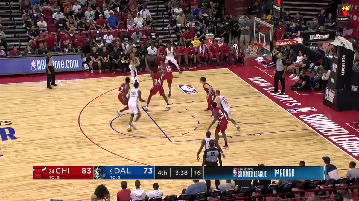 Antonio Blakeney flies in for the finish.   He's up to 28 PTS on the night.   #NBASummer https://t.co/63CD7hclPY