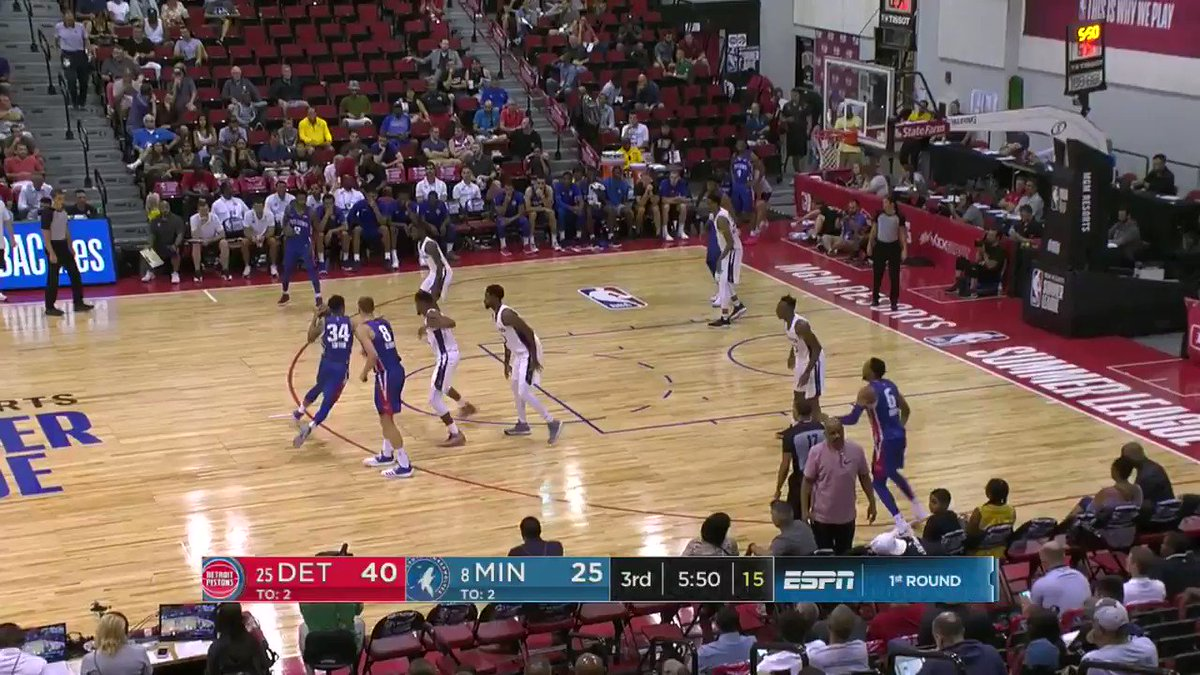 Zack Lofton goes behind his back en route to the hoop.  #NBASummer https://t.co/2EW43pdxco