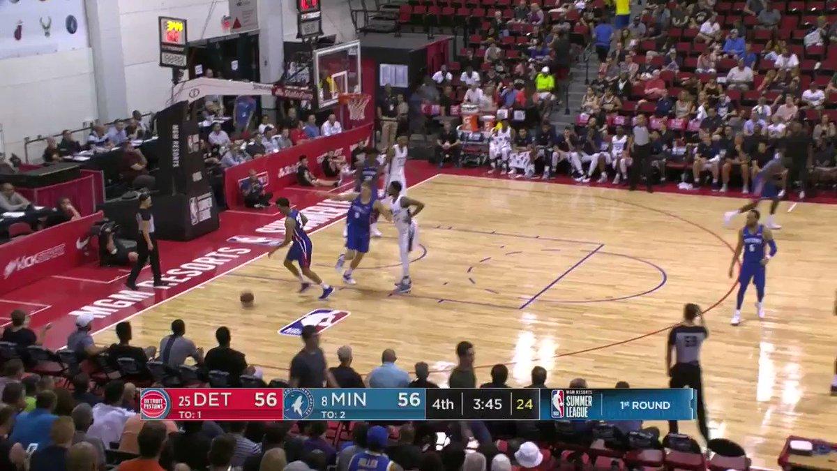 Eric Griffin flushes it home.   #NBASummer on ESPN2 https://t.co/qhelstexKu