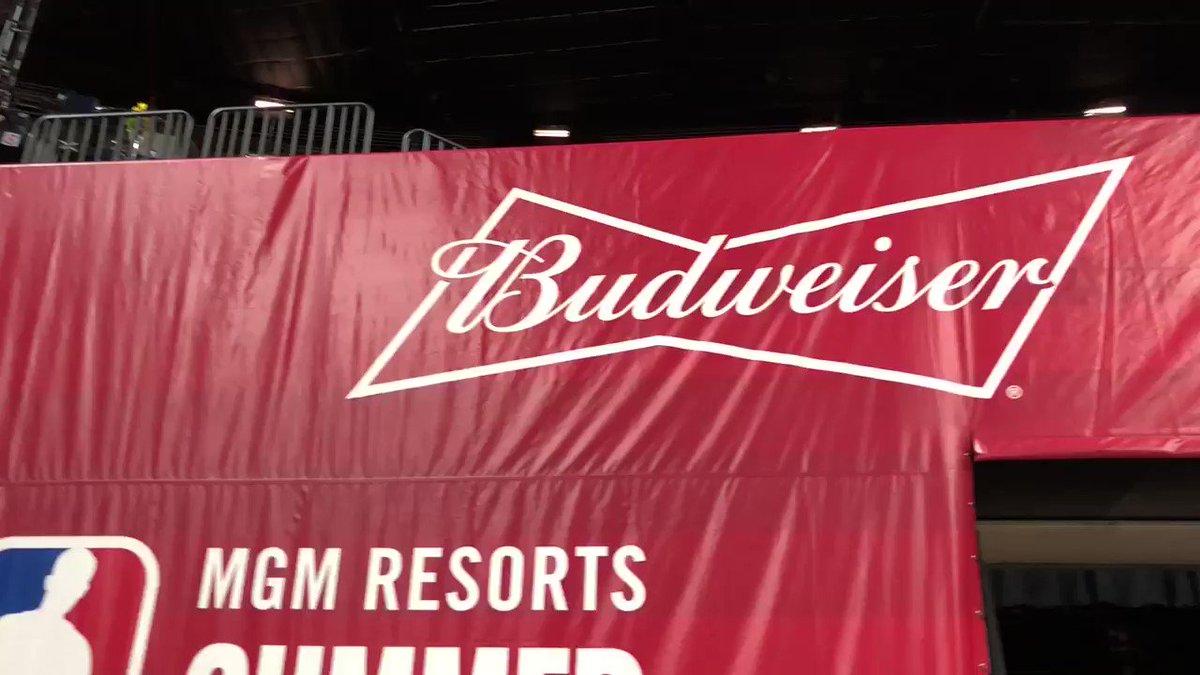 The Budweiser Legends Lounge!   Watch the @NBASummerLeague in STYLE ��➡️: https://t.co/3JaBQUI3Ir https://t.co/74e6kfiaUR
