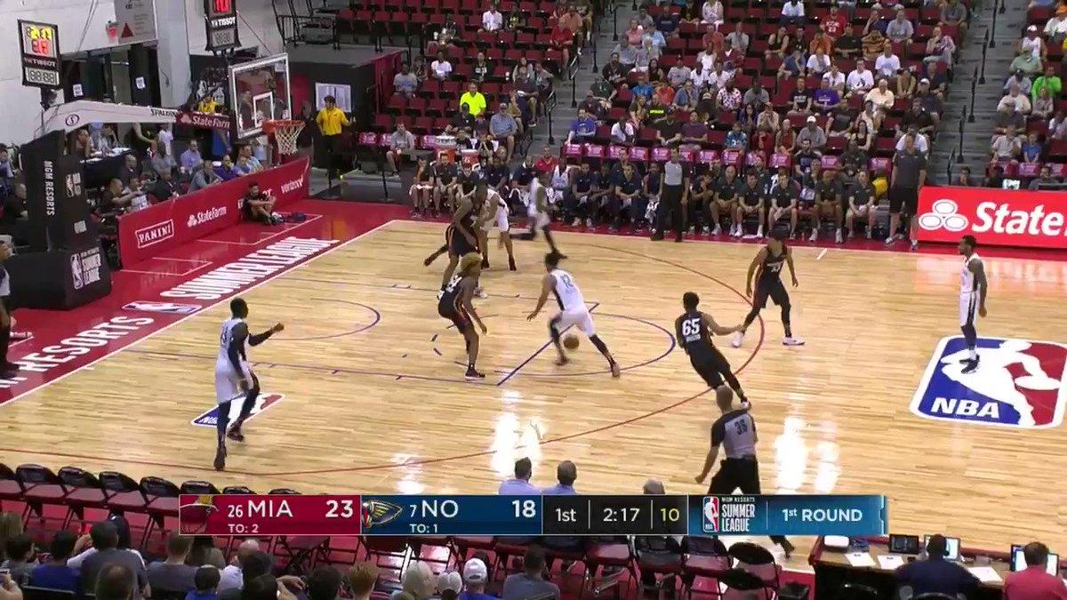 �� Trevon Bluiett with the dime!  #NBASummer on @NBATV https://t.co/3v0jblwDIe
